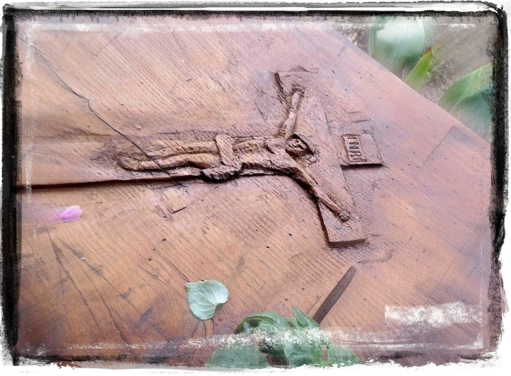 La Croce scolpita dall'amico Nando per l'altare della cappelletta del bosco di Vezzolacca