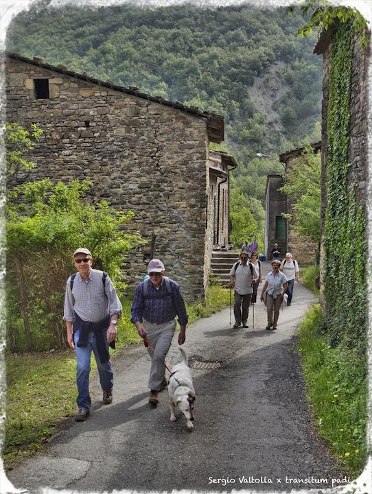 l'arrivo dei pellegrini sulla via dei monasteri regi a mignano
