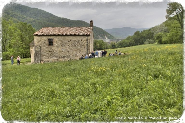 pellegrini sulla via dei monasteri regi all'oratorio di mignano