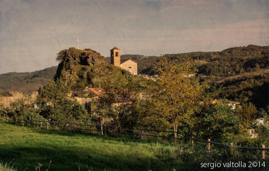 La rocca di pozzolo con la chiesa