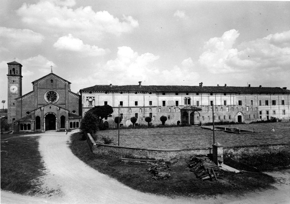 Chiaravalle della Colomba - Veduta della facciata del monastero