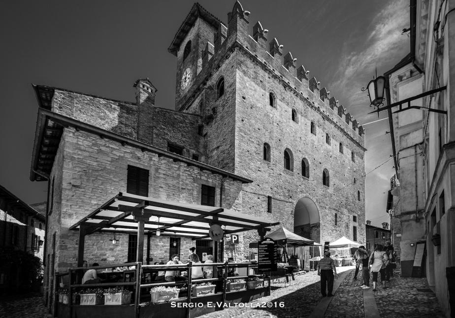 Castell'Arquato: dal principio erano il mare e il volo degli uccelli …poi vennel'uomo.
